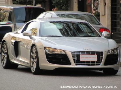 Audi r8 5 2 v10 fsi quattro r tronic libro service e for Quattro piani di garage per auto