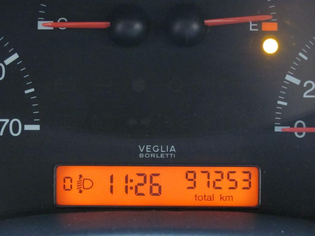 Fiat punto 1 2 el 5 porte no clima no servosterzo libro for 2 1 2 metratura del garage